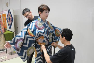 歌舞伎の衣裳を着る体験